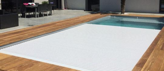 couvrir piscine volet roulant